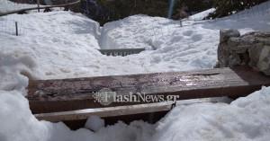 Δυο μέτρα το χιόνι στο Ξυλόσκαλο - Πολλοί εκδρομείς σήμερα στον Ομαλό (φωτο)