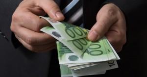 Καταδίκη εργοδότη: Ανάγκαζε τους εργαζόμενους να επιστρέφουν δώρα και επιδόματα