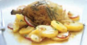 Μπουτάκια κοτόπουλου με κρασί, σάλτσα φέτας και πατάτες ατμού