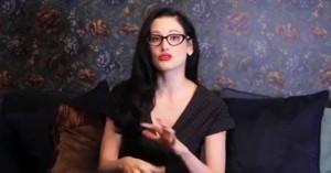Άγρια δολοφονία σεξολόγου – μοντέλου: Κατηγορείται ότι την πέταξε από το μπαλκόνι