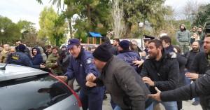 Φονικό Κουρούνες: Επεισόδια στη Νεάπολη - έσπασαν το τζάμι περιπολικού (φωτο)