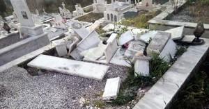 Ιερόσυλοι ρήμαξαν τάφους στο Αγρίνιο - Oργισμένοι οι κάτοικοι