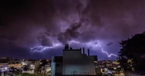 Άστραψε και βρόντηξε τα ξημερώματα στο Ηράκλειο - Εντυπωσιακές φωτογραφίες