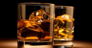 Αθώωσαν αστυνομικούς που δεν πλήρωσαν τα ποτά τους στο μπαρ
