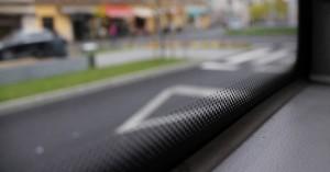 Ξέρετε τι είναι αυτές οι μαύρες βούλες στα παράθυρα των αυτοκινήτων;