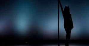 Xαμός σε στριπτιτζάδικο: Ο στύλος καταπλάκωσε 75χρονη, ο χορευτής έσπασε το πόδι του