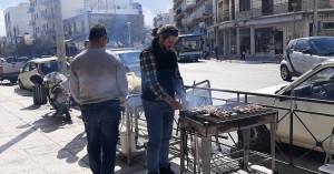 Τσικνοπέμπτη: Βγήκαν από νωρίς οι ψησταριές στα Χανιά (φωτο)