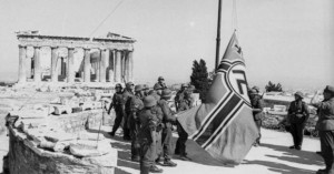 Όταν ο Γλέζος κατέβασε τη ναζιστική σημαία από την Ακρόπολη - Βίντεο με αφήγηση του ίδιου