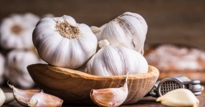 Κορωνοϊός: Οι Έλληνες αγοράζουν μανιωδώς σκόρδα – Ξεπούλησαν οι παραγωγοί