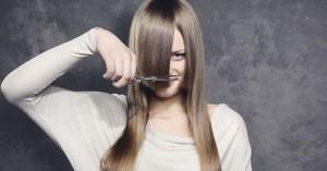 Πώς να κόψετε τα μαλλιά σας μόνη σας στο σπίτι