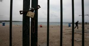 Κορονοϊός: Τι θα γίνει με το μπάνιο στη θάλασσα – Τι εξετάζει η κυβέρνηση