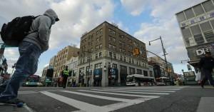 New York Times στο Κουίνς: Ανισότητες, φτώχεια και απόγνωση στις γειτονιές των μεταναστών