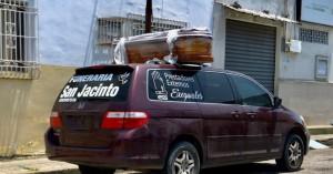 Κορωνοϊός - Ισημερινός: Κρατούμενοι φυλακών φτιάχνουν φέρετρα