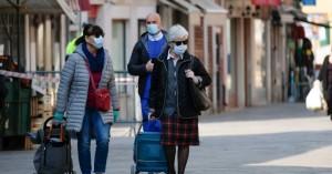 Ιταλία: 925 εστίες μόλυνσης – Δεν εφαρμόσθηκαν τα τεστ σε ταξιδιώτες που επιστρέφουν