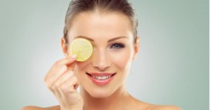 Πώς να χρησιμοποιήσετε το λεμόνι σαν… καλλυντικό προϊόν