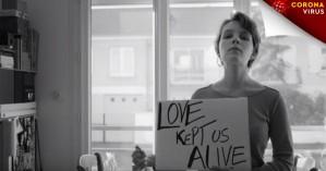 Θα θυμόμαστε τις μέρες που αγάπη σήμαινε απόσταση:Το συγκινητικό βίντεο Ιταλού καλλιτέχνη