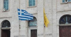 Ιερόσυλοι έγραψαν με σπρέι μήνυμα στη Μητρόπολη Χανίων (φωτο)