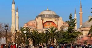 Δεν θα γίνει τελικά στην Αγία Σοφία η μουσουλμανική προσευχή της Παρασκευής