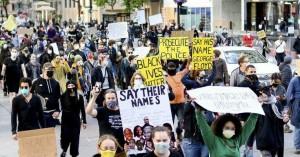 Μαζικές διαδηλώσεις στις ΗΠΑ για το θάνατο του George Floyd