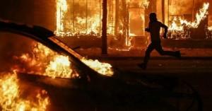 Δολοφονία Τζορτζ Φλόιντ: Βρέθηκε πτώμα άνδρα σε καμένο αυτοκίνητο στη Μινεάπολη