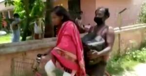 Συγκίνησε 15χρονη Ινδή που έκανε 1200 χλμ. με ποδήλατο για να σώσει τον ανάπηρο πατέρα της