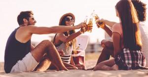 Γιατί οι παραλίες θα γεμίσουν από φορητά ψυγειάκια και όχι μόνο