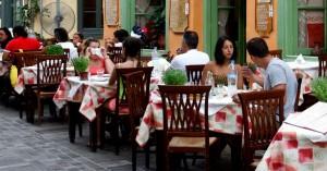 Εστίαση: Πώς θα στηθούν τα τραπέζια μέσα σε εστιατόρια και ταβέρνες
