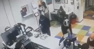 Ουκρανή έβγαλε το εσώρουχό της και το έκανε μάσκα! - Δείτε βίντεο