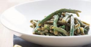 Φρέσκα πράσινα φασολάκια με σκορδάτο dressing