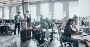 Βία και παρενόχληση στην εργασία: Τι προβλέπεται για τα μέτρα των επιχειρήσεων
