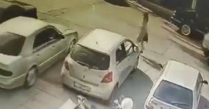 Επίθεση με βιτριόλι: Εντοπίστηκε ο οδηγός που μετέφερε την μαυροφορεμένη γυναίκα