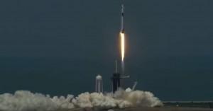 Εντυπωσιακές εικόνες: Η πρώτη ιδιωτική επανδρωμένη πτήση ταξιδεύει προς τον ISS
