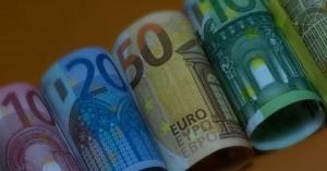 Μονιμοποιήσεις φοροελεφρύνσεων σε δυο χρόνους –Τι θα γίνει με ΦΠΑ σε εστίαση και εισιτήρια