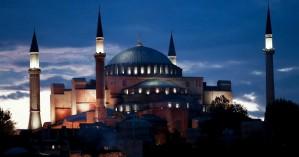 """«Πορθητής» Ερντογάν: Θέλει τζαμί την Αγιά Σοφιά και το… """"λέει"""" μέσω Χουριέτ"""