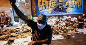 Τζορτζ Φλόιντ: Τόπος προσκυνήματος, μια τοιχογραφία 6 μέτρων στο σημείο που δολοφονήθηκε