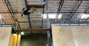 Τρομακτική πτώση για 11χρονη αθλήτρια του σκέιτ - Δείτε το βίντεο