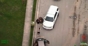 Νέο βίντεο με αστυνομικούς να ακινητοποιούν και να πατάνε στο λαιμό αφροαμερικανό