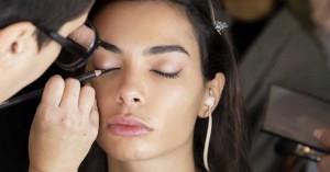 Eyeliner: Πώς θα πετύχετε το πολυπόθητο cat-eye look μέσα σε λίγα λεπτά!