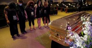 «Κλαίει» η Μινεάπολη – Συγκίνηση στο μνημόσυνο για τον Τζορτζ Φλόιντ