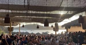 Λουκέτο 2 μήνες και βαρύ πρόστιμο σε beach bar της Μυκόνου για συνωστισμό (φωτο - βίντεο)