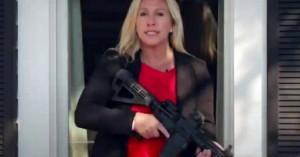 «Πόλεμος» στην Antifa με το όπλο στο χέρι – Υποψήφια των Ρεπουμπλικάνων απειλεί