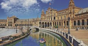 Σχεδόν στο 50% μειώθηκαν τα τουριστικά έσοδα της Ισπανίας την περίοδο Ιανουαρίου-Απριλίου