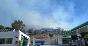 Φωτιά στη Βάρη: Οι πρώτες εικόνες – Άνοιξαν τα δύο ρεύματα της Βάρης-Κορωπίου