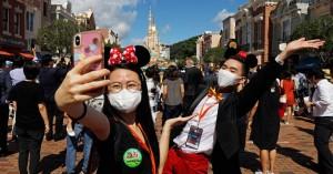 Άνοιξε η Disneyland στο Παρίσι: Μάσκα, ηλεκτρονικό εισιτήριο και αποστάσεις