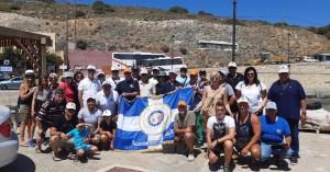 Οι αστυνομικοί προσφέρουν φάρμακα στην τελευταία γωνιά της Ελλάδας, στη Γαύδο (φωτο)
