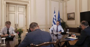 Κορωνοϊός: Έλεγχοι παντού! Τα μέτρα που αποφασίστηκαν στην έκτακτη κυβερνητική σύσκεψη