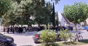 Σπαραγμός στην κηδεία της 19χρονης που παρασύρθηκε από αυτοκίνητο στα Τρίκαλα