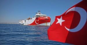 Ελληνοτουρκικά - Πόλεμος νεύρων με το Oruc Reis: Πλέει σε ελληνική υφαλοκρηπίδα