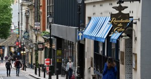 Βρετανία: Οι παμπ ανοίγουν και πάλι το Σαββατοκύριακο