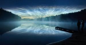 Το παράξενο φαινόμενο που κάνει τον νυχτερινό ουρανό του καλοκαιριού να λάμπει
